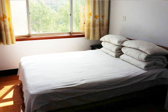 1.8 double bed one-roomed .jpg